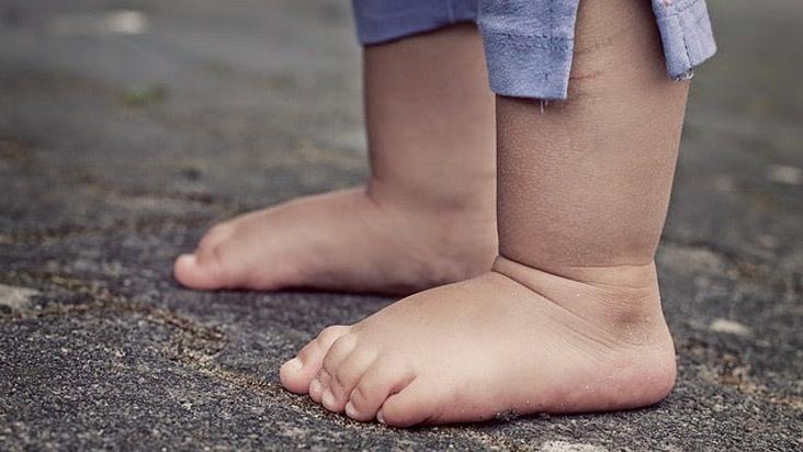 ¿Andar descalzo o con calzado en edades tempranas?
