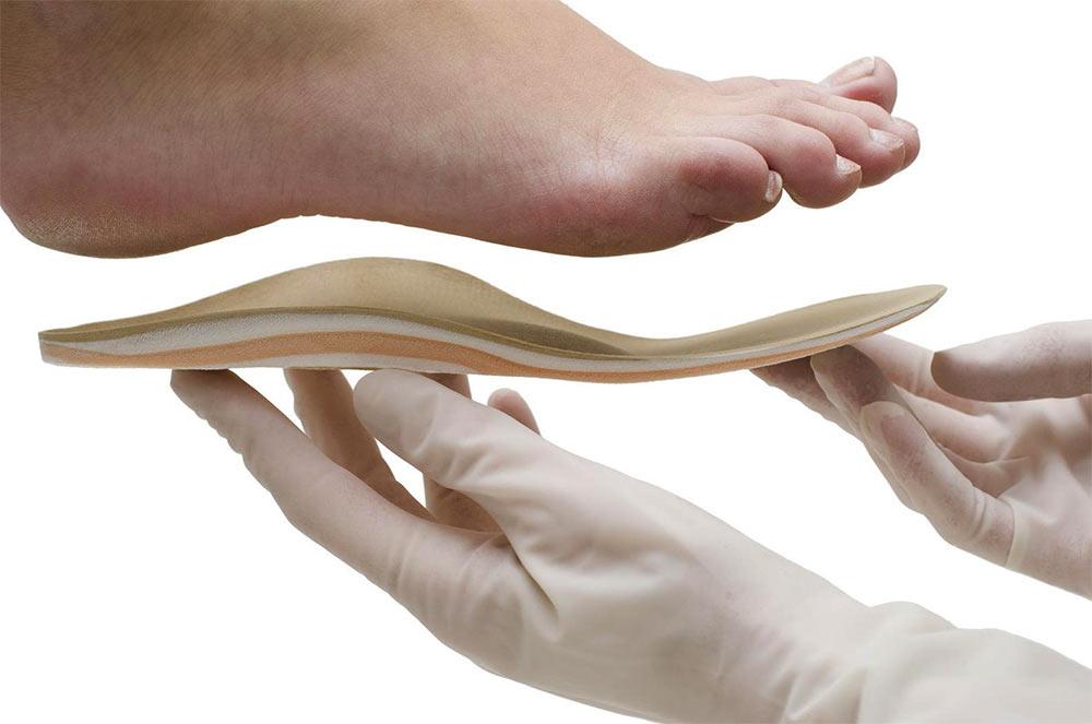 Las plantillas ortopédicas nos sirven para corregir y aliviar la patologia de nuestros pies